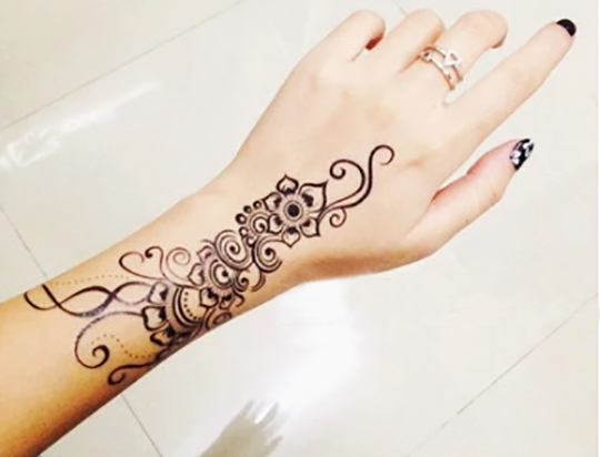 1piece-Indian-Arabic-Trendy-henna-black-tattoos-temporary-waterproof-for-arm-shoulder-hand-flower-fake-tatoo.jpg_640x640